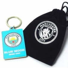 Kovový prívesok na kľúče v darčekovom vrecúšku MANCHESTER CITY